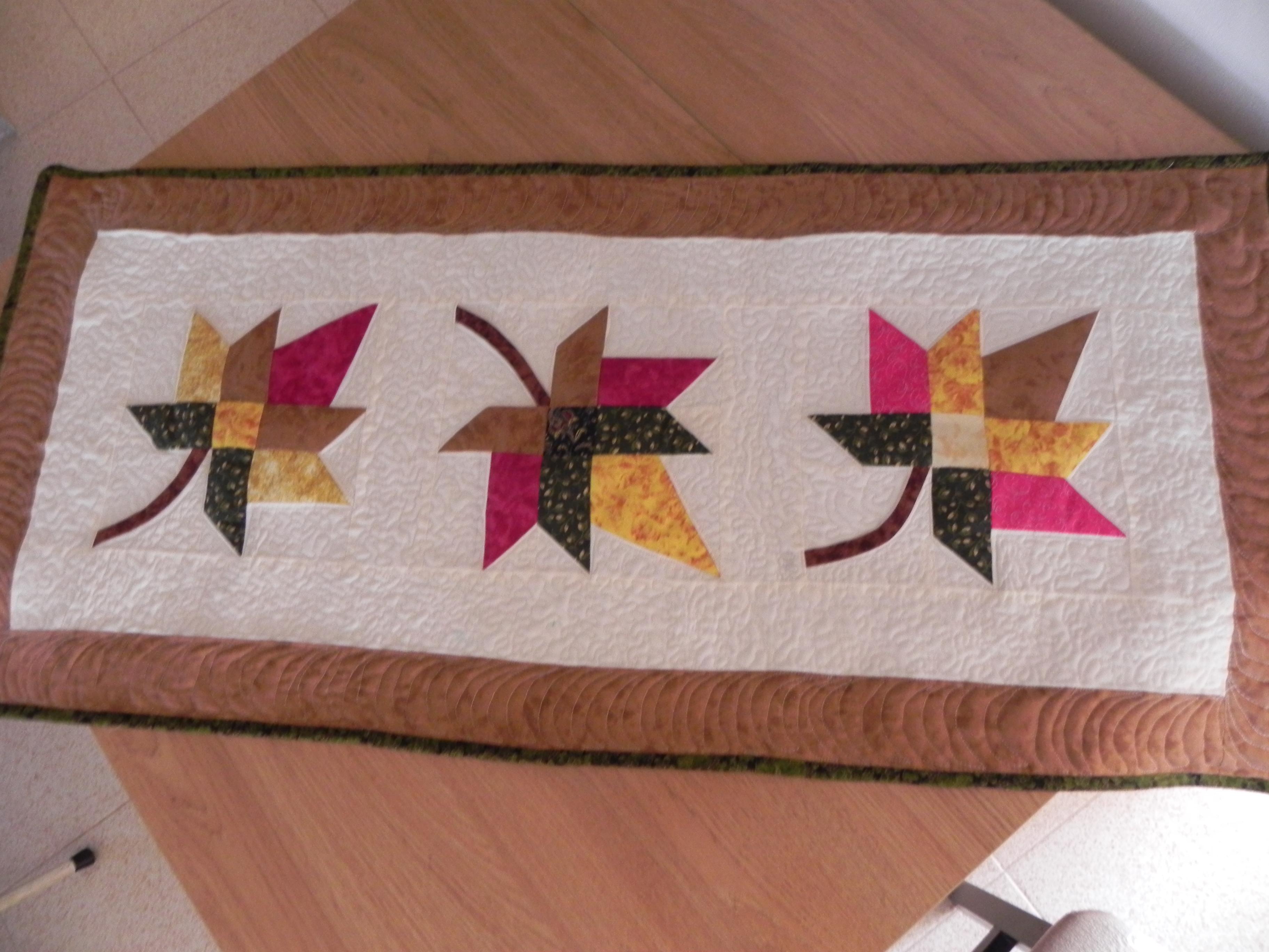Camino de mesa patchwork table runner patchwork tijeras - Patchwork en casa patrones ...
