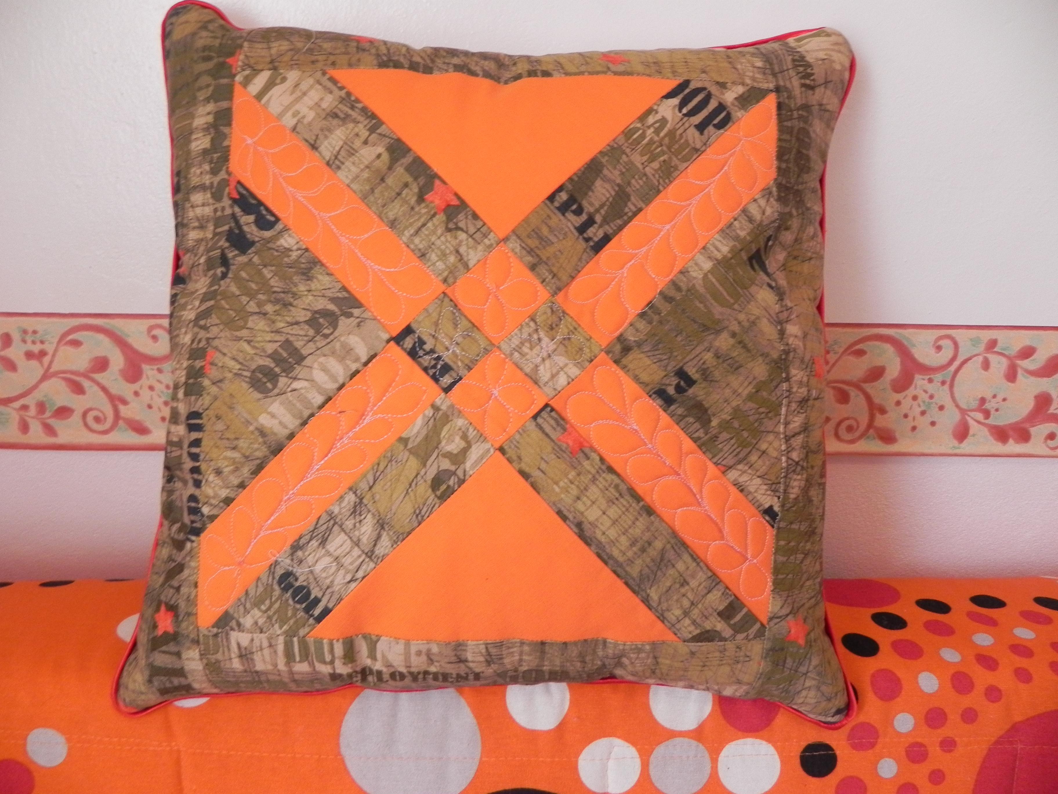 Patchwork otro cojin patchwork other cushion tijeras y - Patchwork en casa patrones ...