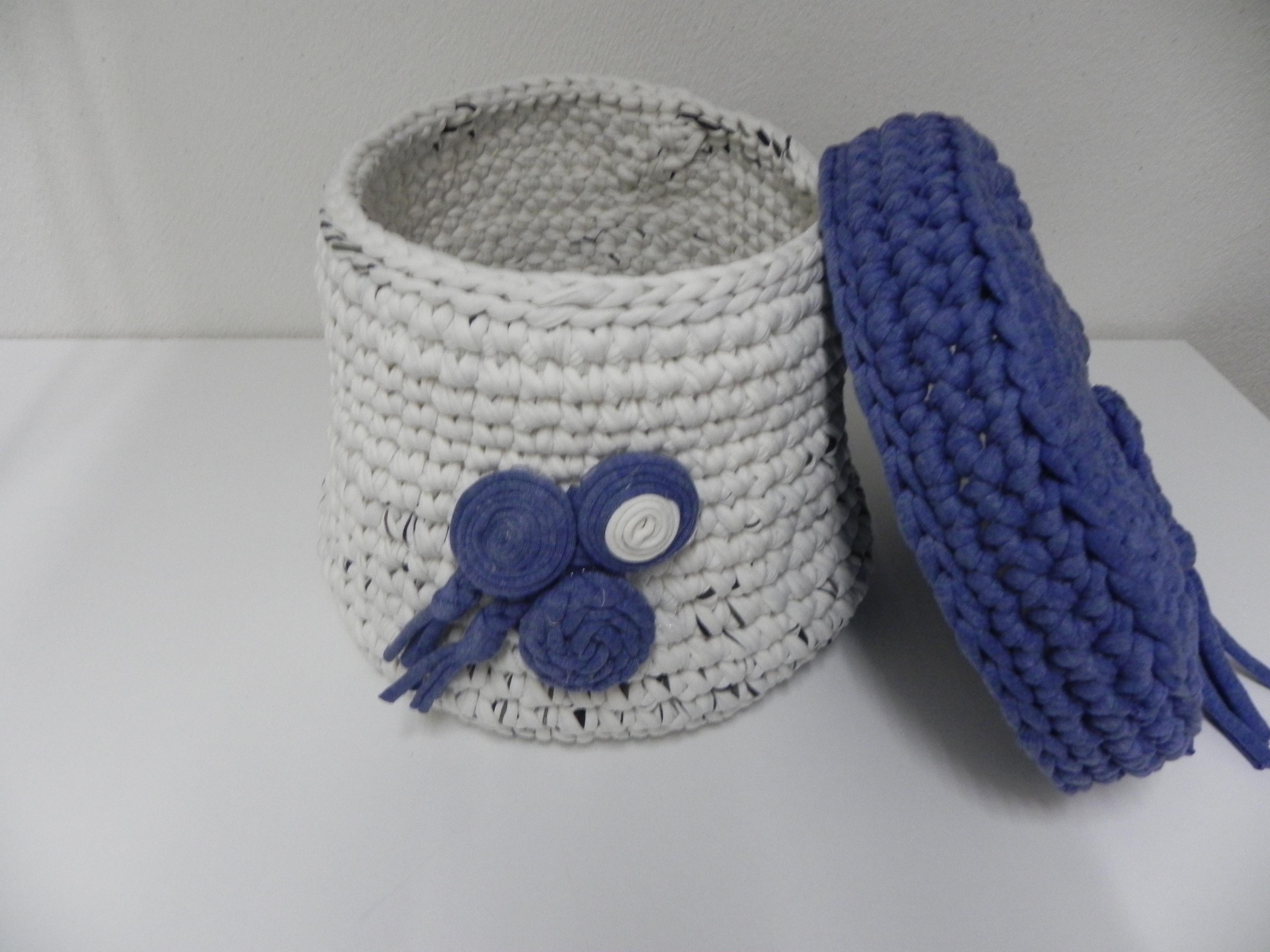Trapillo un cesto crochet a basket tijeras y cuchara - Manualidades hechas con trapillo ...